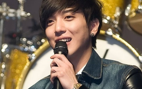 Jung Yong Hwa Panics When Asked about Girlfriend