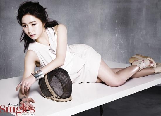 Shin Se Kyung Fences for Singles Magazine