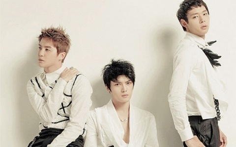 "Eat Your Kimchi Reviews JYJ's ""Get Out"" MV"