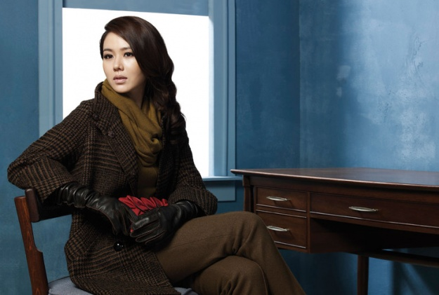 Son Ye Jin for 2010 Chatelaine Winter Collection