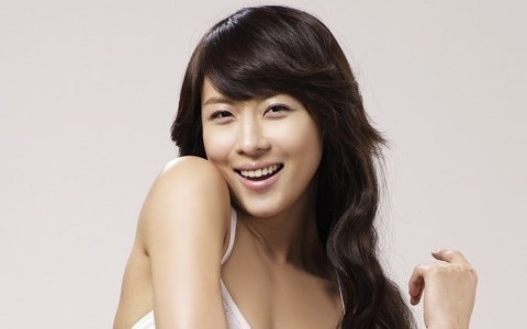Ha Ji Won Shows Off Fan Made Caricature