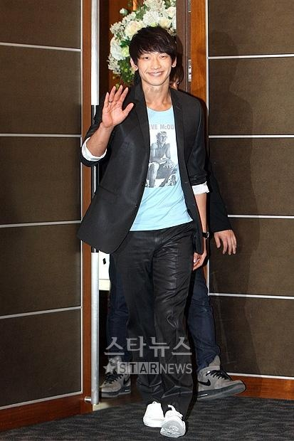 """Back to the Basic"" Press Conference 04.05.10 (Rain)"