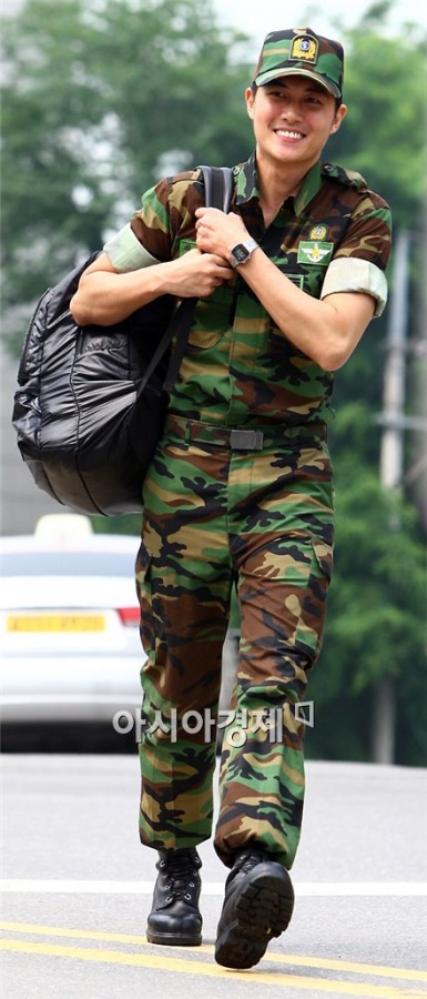 PHOTO: Jae Hee Discharged From Military