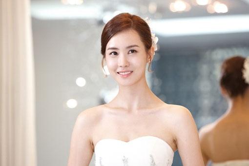Lee Da Hae Looking Stunning in a Wedding Dress