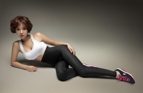 "Hwang Jung Eum Flaunts Shape-ups Leggings for ""Sketchers"" Photo Shoot"