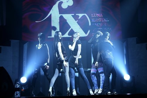 f(x) at their debut showcase performance!