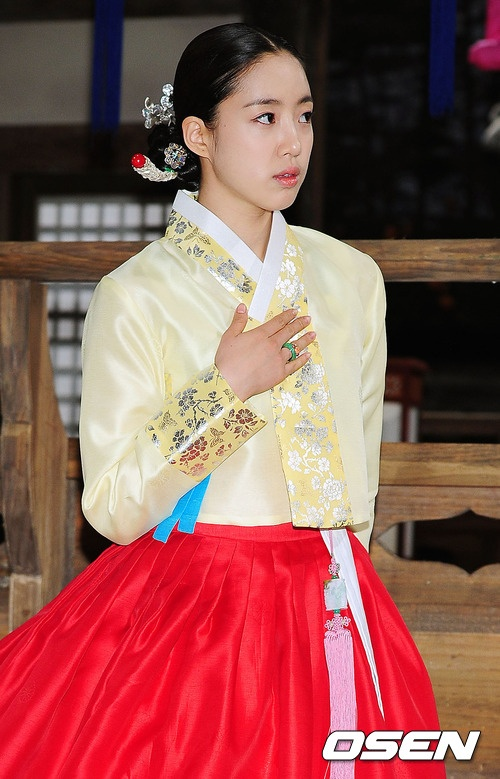 "T-ara's Eunjung: ""Singing and Acting Side-By-Side is a Charm Only Seen in T-ara"""