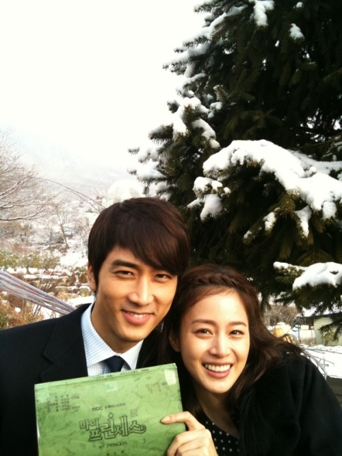 "Song Seung Hun Posts Photos from ""My Princess"" Set"