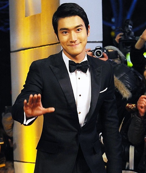 Choi Si Won Tweets His Bedtime Photo