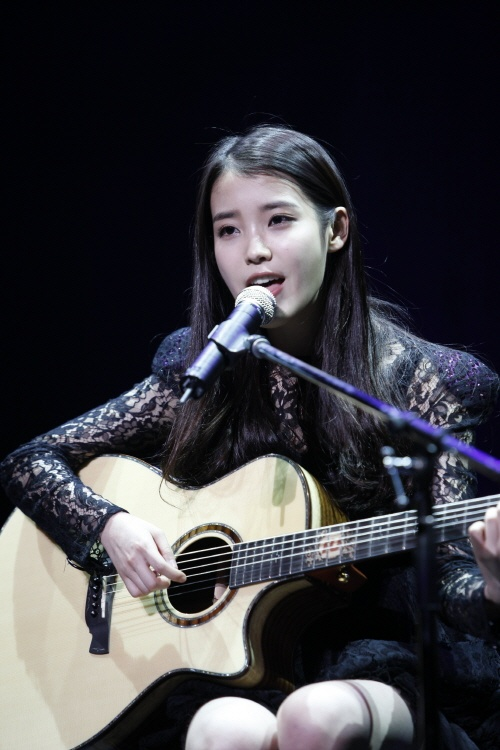 IU Gives a Middle School Girl Cheerful Advice