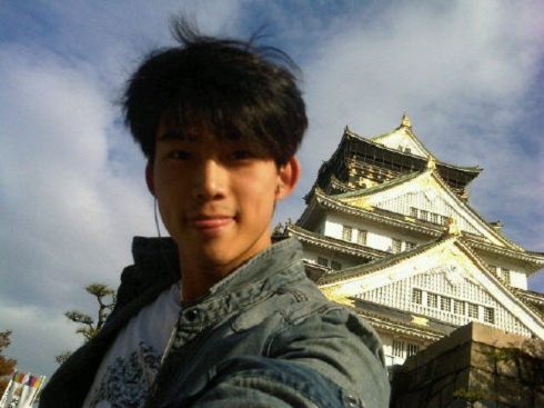 [Tweets] Lee Teuk Thanks Fans Before Enlistment, T.O.P and Se7en's BTS Photo, and Taecyeon in Osaka!