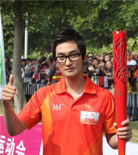 Kangta Completes Torch Relay for the 16th 2010 Asian Games