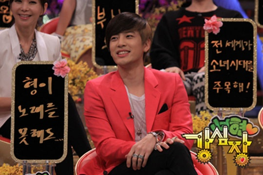 """Se7en and Boom Share an Awkward Moment on """"Strong Heart"""""""