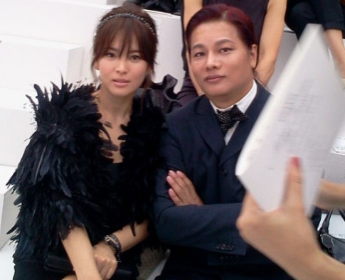 Song Hye Gyo Attracts Attention at Chanel Fashion Show