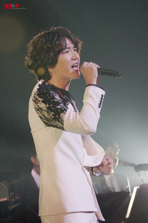 "Yoon Sang Hyun Sings ""Secret Garden"" OST for Japanese Promotions"