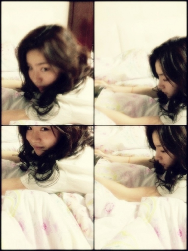 Shin Se Kyung Takes Pictures in Bed