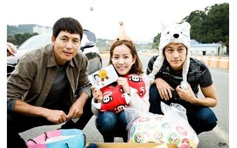 """Padam Padam"" Stars Hold Surprise Party for Han Ji Min"
