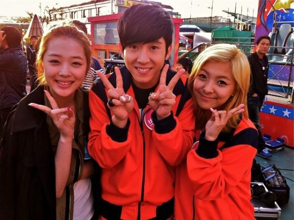 Brian Joo hangs out with Idols