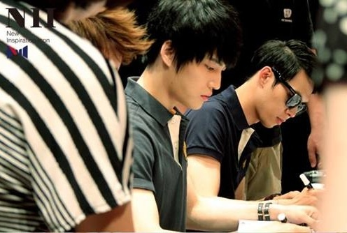 JYJ Holds Fan Signing Event