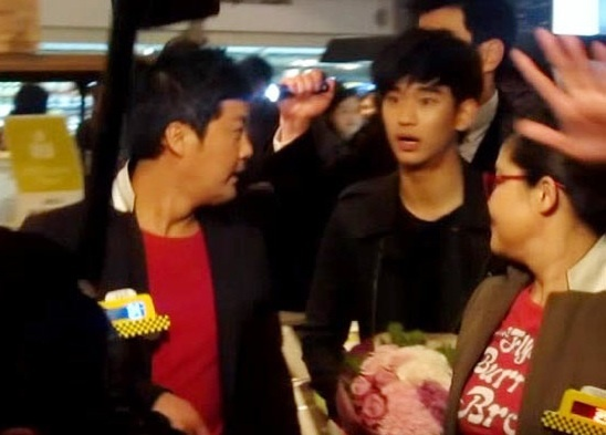 "Kim Soo Hyun Spotted Filming ""Taxi"""