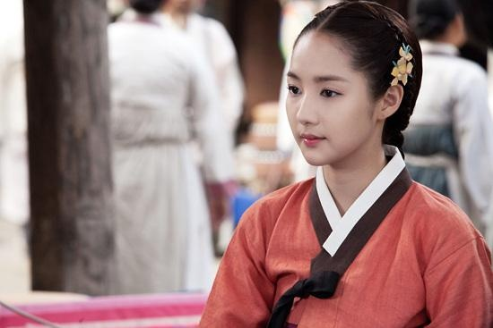 """Park Min Young Looks Beautiful in a Hanbok for """"Time Slip, Dr. Jin"""""""
