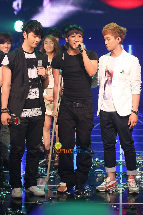 2PM Climbs to the Top