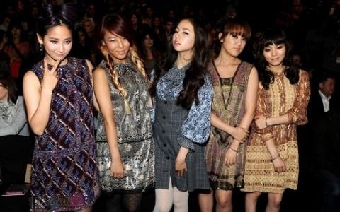 Wonder Girls Sohee's Hilarious Solo Dance While Ye Eun Falls on Stage