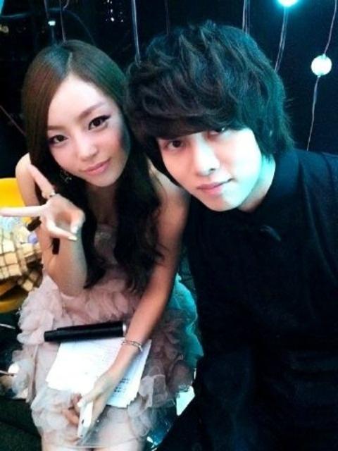 Goo Hara and Kim Heechul take a backstage selca at 'Dream Concert'