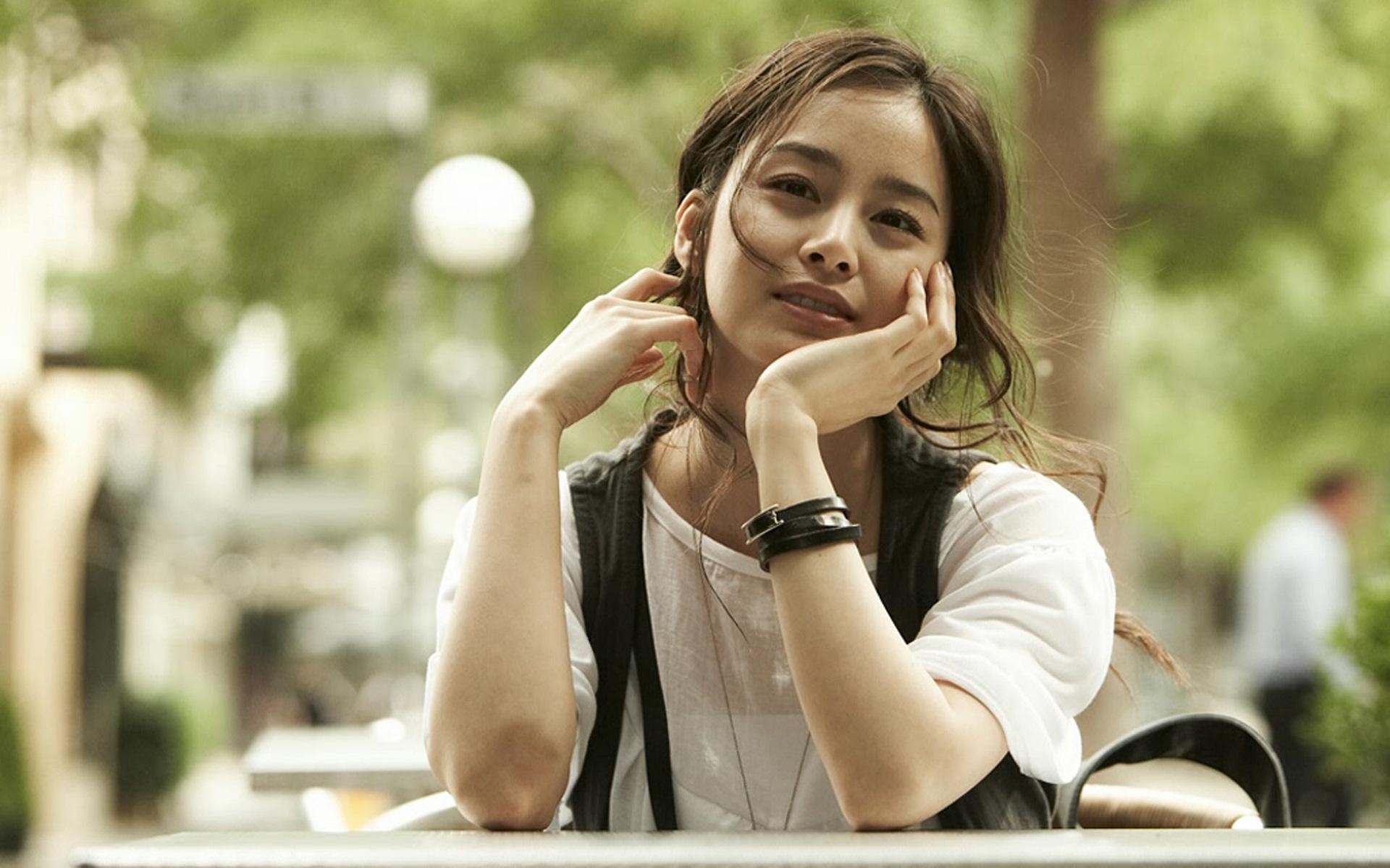 Kim Tae Hee Becomes Shampoo Model for Elastine