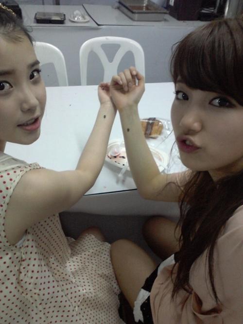 IU Looks Incredibly Thin Next to Suzy