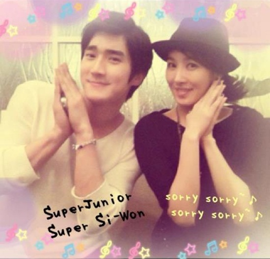 Intimate Photo of SuJu's Siwon and Kim Sun Ah Draws Attention