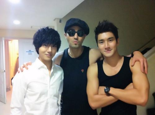 SuJu's Siwon, Yesung, and Cha Seung Won Take a Photo Together