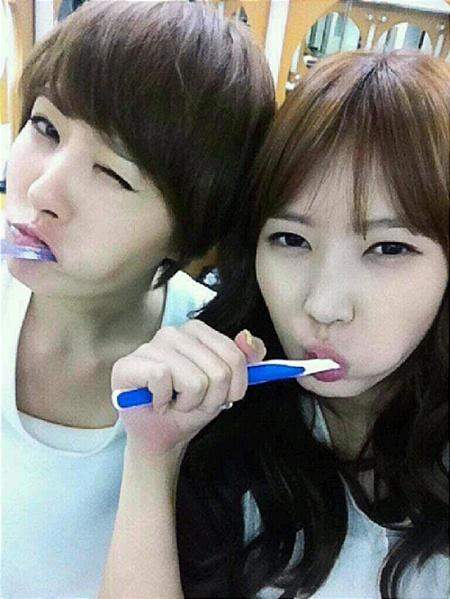 Kim Sun Ah Brushes Teeth with Im Soo Yang