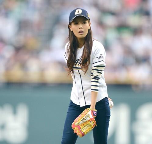 Wonder Girls' Yubin's Fashion as a Ceremonial Pitcher