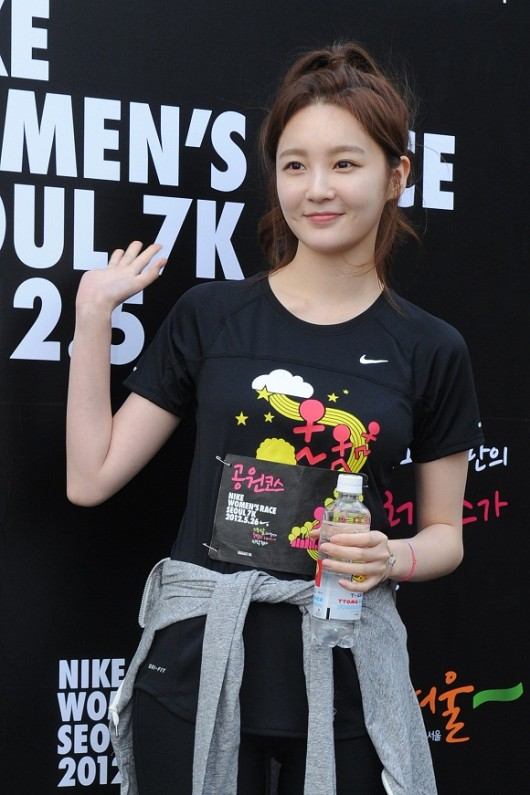 Kang Min Kyung Shows Up Without Makeup At a Nike Event