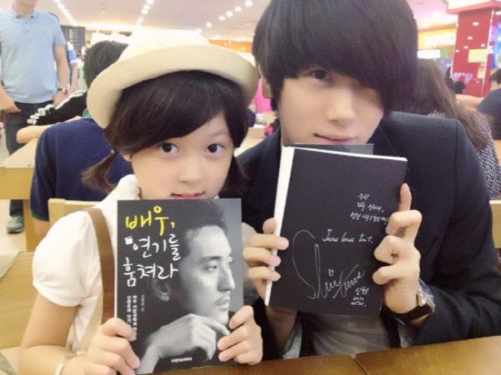 ZE:A's Park Hyung Sik and Child Actress Ahn Seo Hyun Attend Shin Hyun Jun's Fan Sign Event