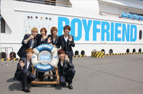 Boyfriend Holds Japanese Debut Press Conference on a Boat