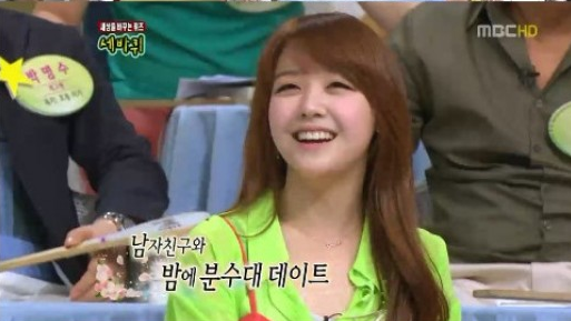 Girl's Day Minah Wants to Have an Evening Date by a Fountain