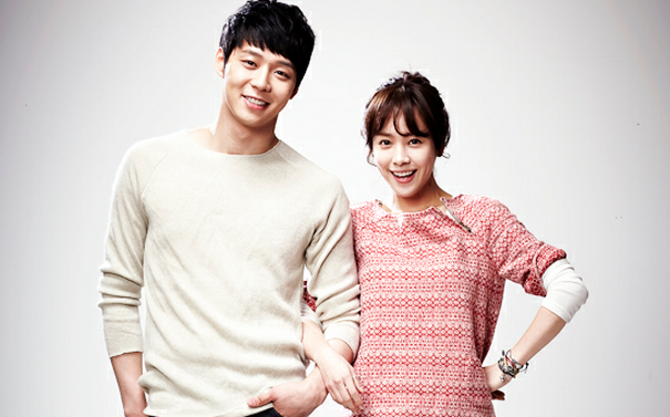 """Rooftop Prince's"" Han Ji Min Is Touchy-Feely with Park Yoo Chun"