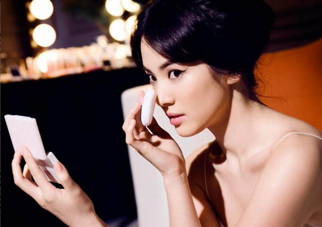 Song Hye Kyo's Gorgeous Selcas Stuns Netizens