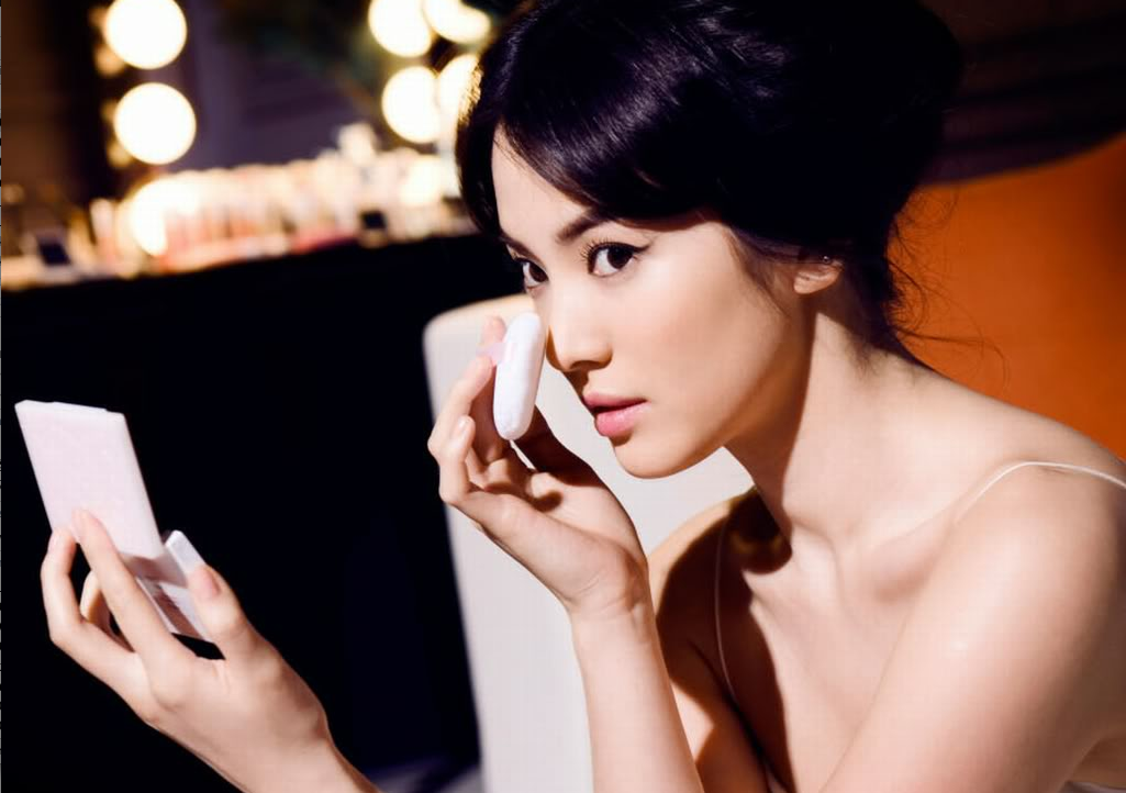 Song Hye Kyo's Gorgeous Selcas Stuns Netizens