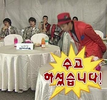 "G-Dragon's ""Folder"" Bow"