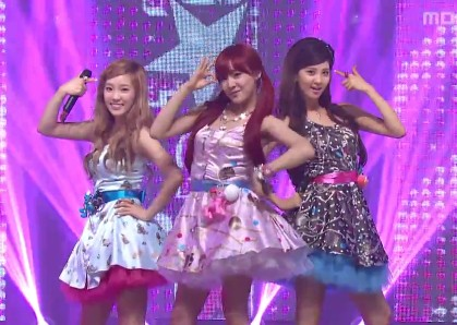 """TaeTiSeo Performs """"Twinkle"""" on Music Core"""