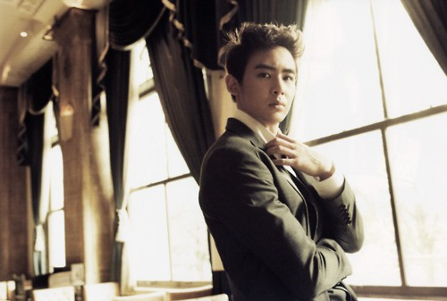 "2PM's Nichkhun Sings Bruno Mars' ""Just the Way You are"""