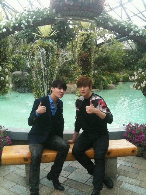 JYJ's Junsu and Twin Brother, Juno, Pose Identically for Selca