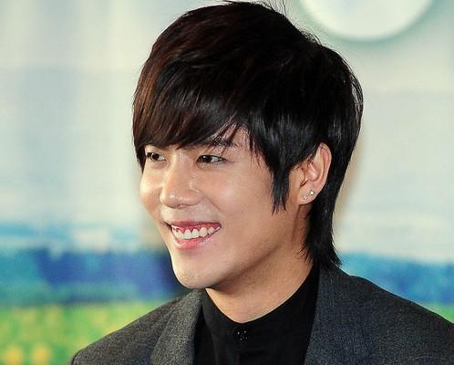 SS501's Kim Kyu Jong to Enlist...