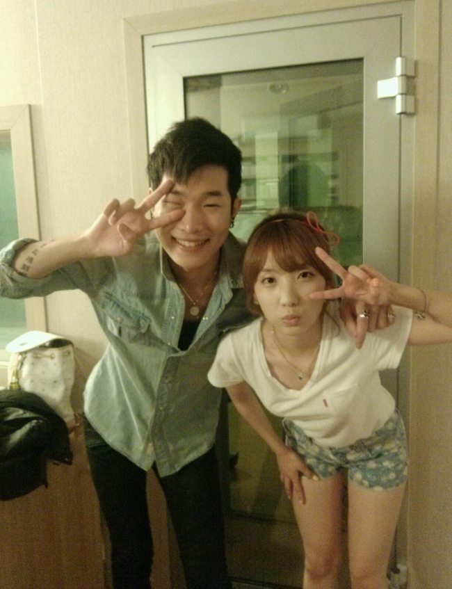 Rainbow's Jisook and Min Hoon Ki's Duet Song Makes it onto the Charts