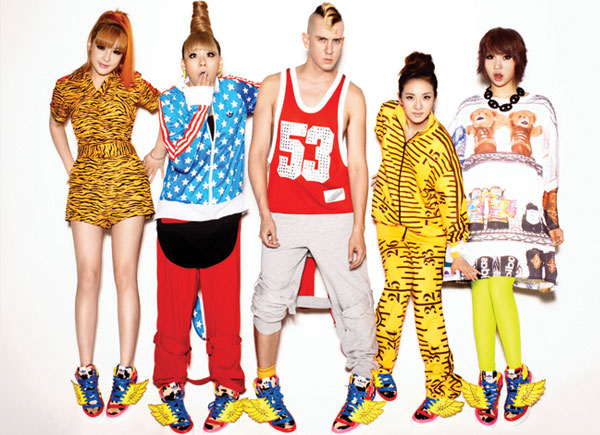 "Jeremy Scott to Design 2NE1's Stage Costumes for Their ""NEW EVOLUTION 1st World Tour"""