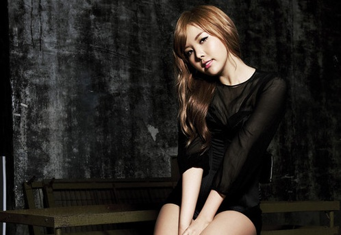 Raina Reveals Picture Showing Off Her Superior Bodyline!