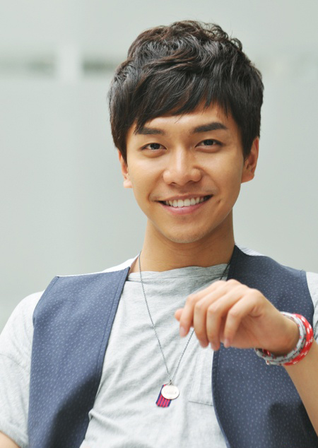 """Lee Seung Gi's Interview with """"enews"""""""
